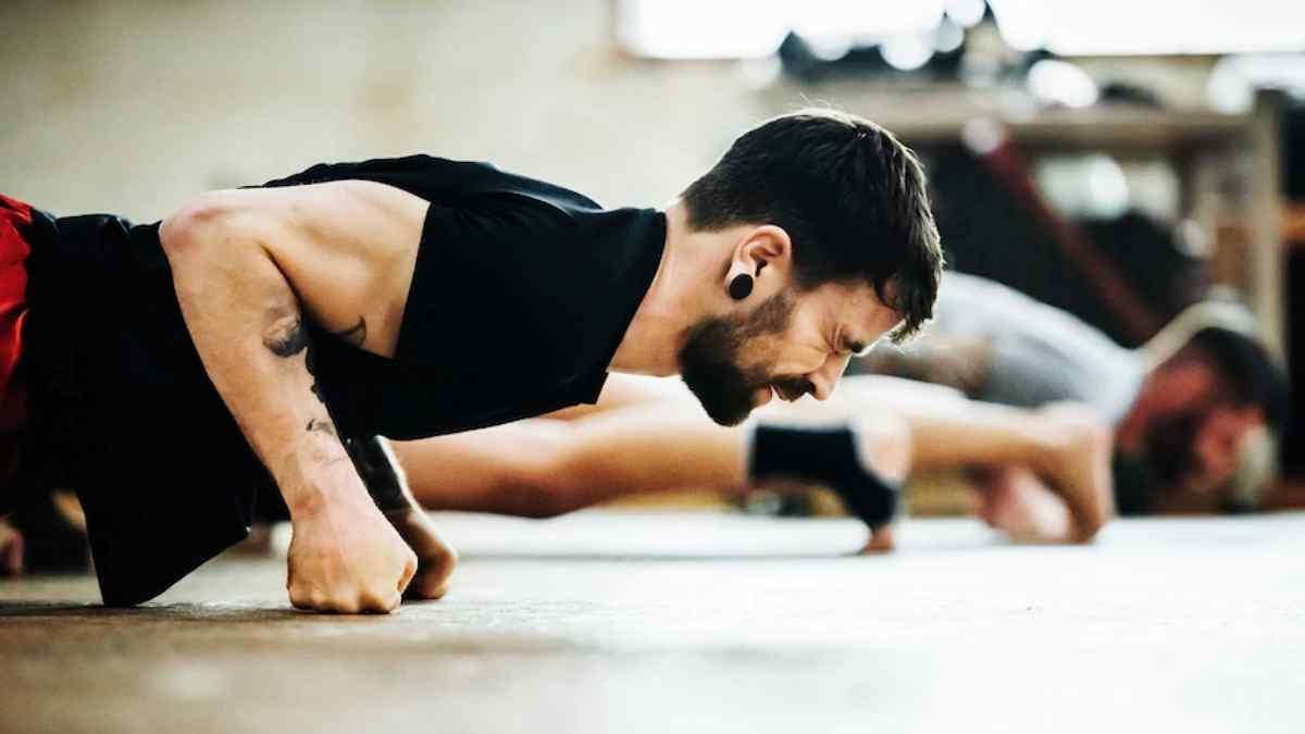 Pode treinar com os músculos doloridos?